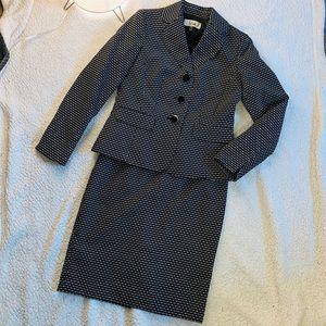 Le Suit 2 Piece Suit Size 4